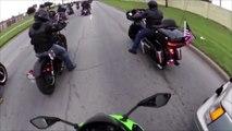 Quand un fou en voiture force le passage face à un convoi de motards mais la police n'est pas loin... Bad Karma