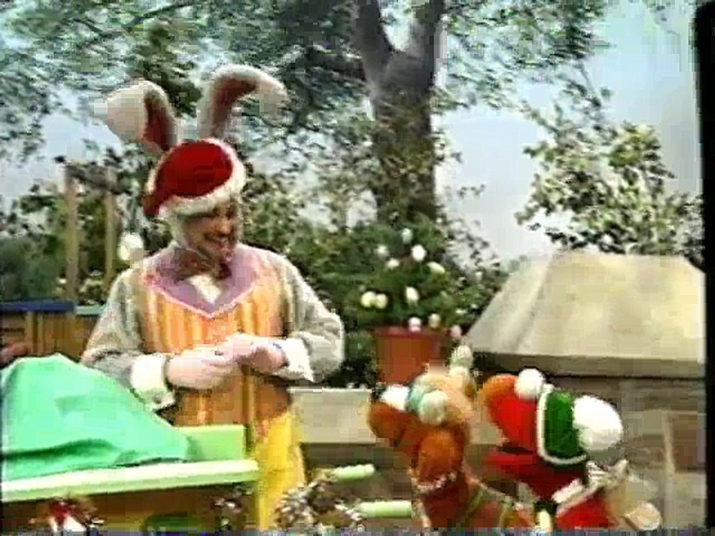 Elmo Saves Christmas.Sesame Street Elmo Saves Christmas 1996
