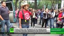 México: los familiares de normalistas marchan contra fin del mandato de expertos