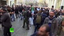 Agricultores griegos intentan asaltar el Ministerio de Agricultura en Atenas