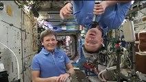 Thomas Pesquet jouant du saxophone dans l'ISS