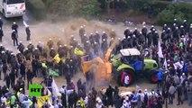 Masiva protesta de granjeros europeos en el centro de Bruselas