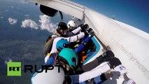 Chicas rusas establecen un nuevo récord nacional en paracaidismo