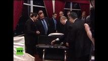 Putin regala al presidente egipcio un fusil Kaláshnikov