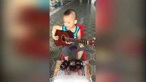 """Cậu bé 5 tuổi gõ song loan, đàn """"Vọng kim lang"""" tròn câu chuẩn nhịp khiến dân mạng phát sốt"""