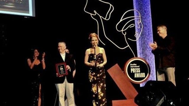 Claudia Abreu é homenageada nos EUA - Brazilian Press Awards 2013