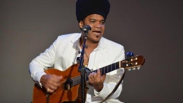 """Sem """"Caxirola"""" - Carlinhos Brown é homenageado nos EUA - Brazilian Press Awards 2013"""