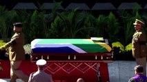 Allo stadio di Soweto, l'ultimo saluto a Winnie Mandela
