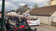 Les motards manifestent leur colère dans les rues du centre-ville de Flers