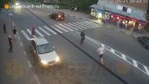 Ce russe détruit une voiture à mains nues en plein road rage