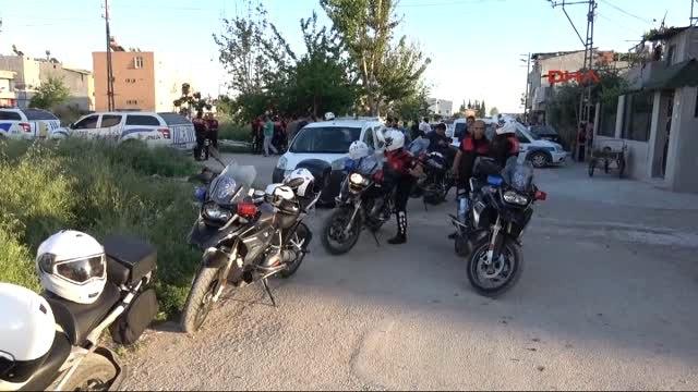Adana Polis, Dur İhtarına Uymayan Otomobile Ateş Açtı 2 Yaralı