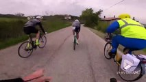 Facteur le plus rapide à vélo il en perd son courrier !