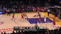NBA oyuncusu Larry Donnell rakibinin atamadığı sayıyı kendi potasına attı