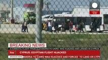 Kaçırılan Mısır uçağındaki yolcular böyle tahliye edildi