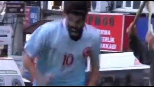 Tiyatrocu Bahtiyar Keskin, 'Arda Turan'ı sopayla kovaladı!