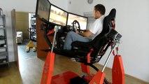 Ce simulateur de course de voiture est juste dingue