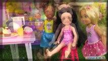 Barbie Chelsea Cache-Cache dans la Maison avec Poupées LOL Histoire