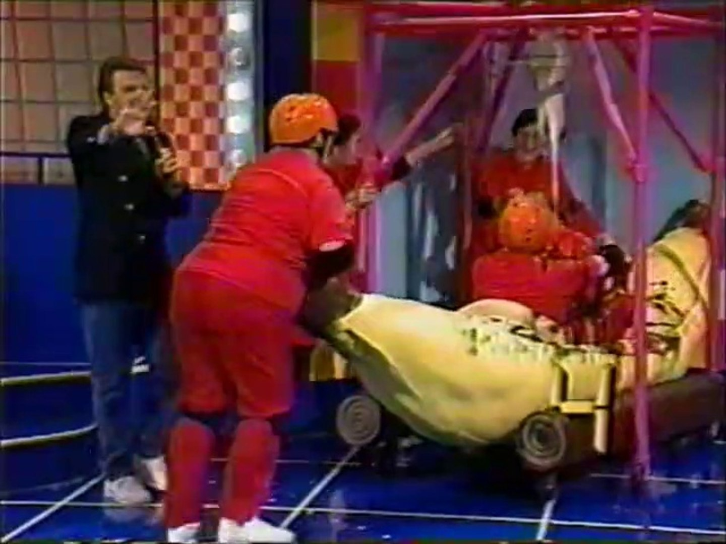 Family Double Dare (1992) - Red Roundtable vs  Blue Bandits