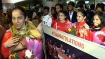 Saina Nehwal, PV Sindhu receive grand welcome at Airport after returning from CWG | Oneindia News