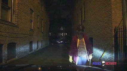 Un étudiant a la mauvaise idée de charger des policiers avec une barre de fer (Chicago)