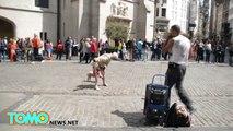 Abuela se roba los aplausos al realizar energética rutina de baile en las calles de Bruselas