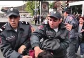 Armenian Demonstrators Wrestle With Police as Anti-PM Protests Enter 8th Day
