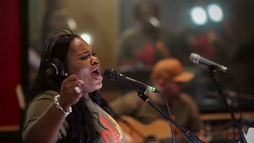 Tasha Cobbs Leonard - Gracefully Broken