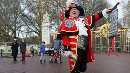 The Birth Announcement Of Royal baby No.3 By The British Town Crier