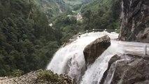 Une cascade très dangereuse au Népal