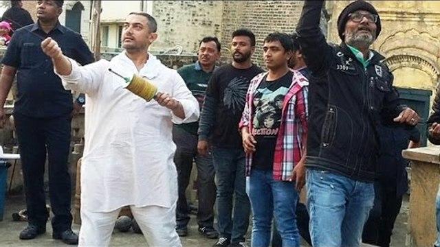 Aamir Khan Flies KITE With Fans, Celebrates Makar Sakranti