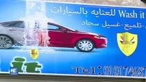 Dos mujeres lanzan un lavado de autos en Egipto
