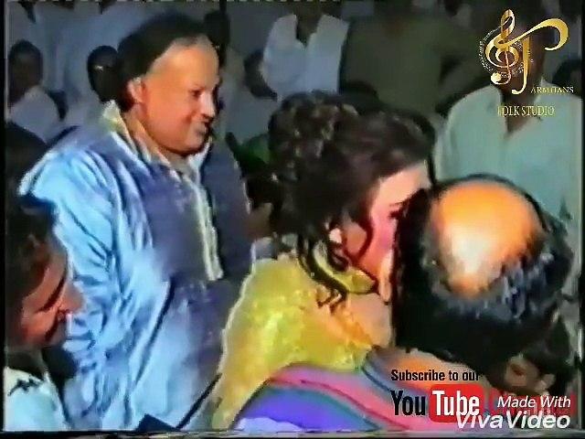 Madam Noor Jehan Talking to Imran Khan at Residence of Nusrat Fateh Ali Khan