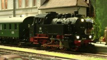 Modelleisenbahn mit Rangierbahnhof Reichenbach in Spur 0 von Julian Baginski - Ein Video von Pennula zum Thema Eisenbahn-Schauanlagen und Modellbau sowie Modelleisenbahnen