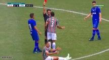 Un tacle en pleine tête terrible pendant un match de foot au brésil