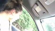 Cette fille va regretter d'avoir énervé ce conducteur.