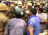Police lathi-charge congress workers protesting against SP Government in Lucknow (1)