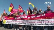 SNCF: les cheminots maintiennent la pression