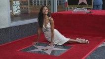 Zoe Saldaña recibe su estrella en el Paseo de la Fama de Hollywood