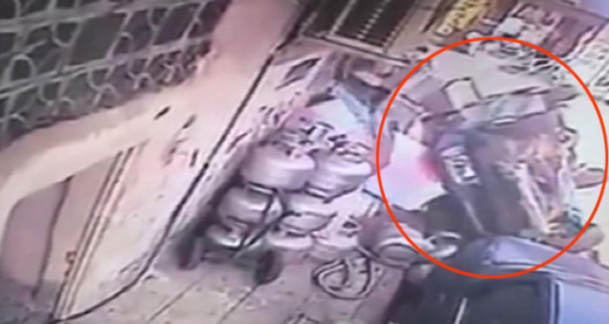 Kontrolden Çıkan Otomobil Yayaların Arasına Dalıp Takla Attı! Korkunç Kaza Kamerada