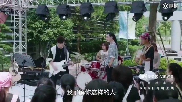 """Drama """"Bong bóng mùa hè"""" tung trailer phiên bản của Doãn Hạ Mạt (Trương Tuyết Nghênh) và Lạc Hi (Huỳnh Thánh Trì). Phim chính thức phát sóng từ ngày 8/5."""