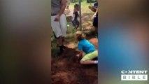 Vengeance d'un gamin : en plein dans l'entre-jambes de papa !
