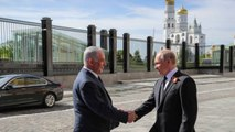 Netanyahu and Putin Meet in Moscow for V-E Day Parade