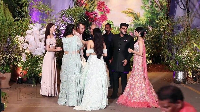 Arjun Kapoor Posing With Jhanvi Kapoor   Sonam Kapoor Wedding