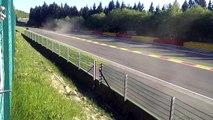 Une voiture s'envole sur le circuit de Spa-Francorchamps