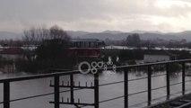 Ora News - Del nga shtrati lumi Vjosë në Novoselë, nis evakuimi i familjeve