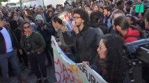 Les images des étudiants, cheminots et postiers qui bloquent l'accès aux examens à Arcueil