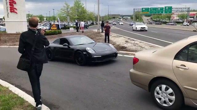Il voulait frimer avec sa Porsche 911 et va le regretter... Honte de sa vie