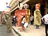 Bonecos gigantes agitam carnaval em São Paulo
