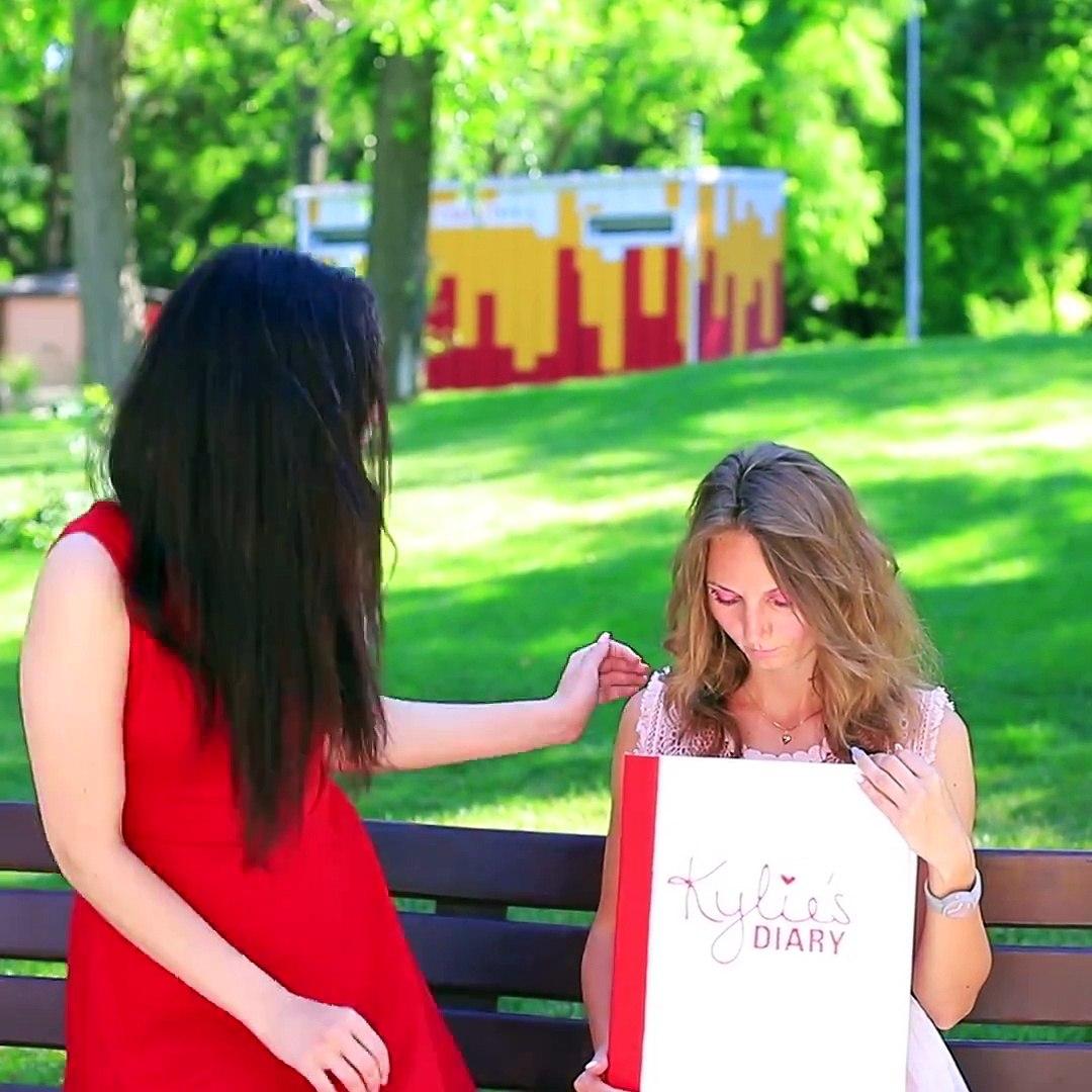 9 DIY Weird Makeup Ideas / Miniature And Giant Makeup. Full video: