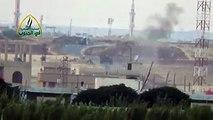 #شام| لحظة تدمير دبابة لقوات الأسد بعد استهدافها بصاروخ تاو على جبهة بلدة جبيب بريف درعا الشرقي